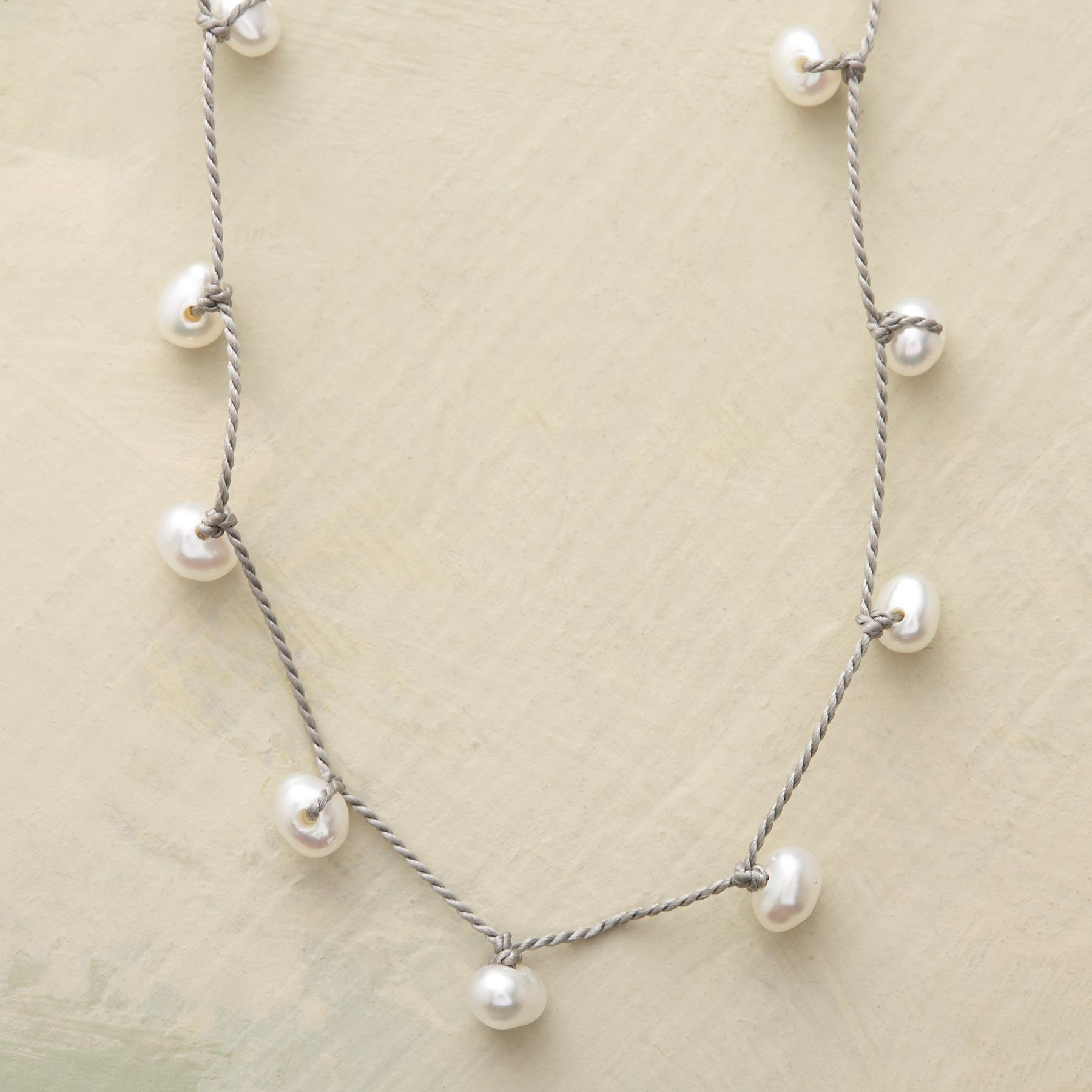 ZIGZAG PEARL NECKLACE: View 1