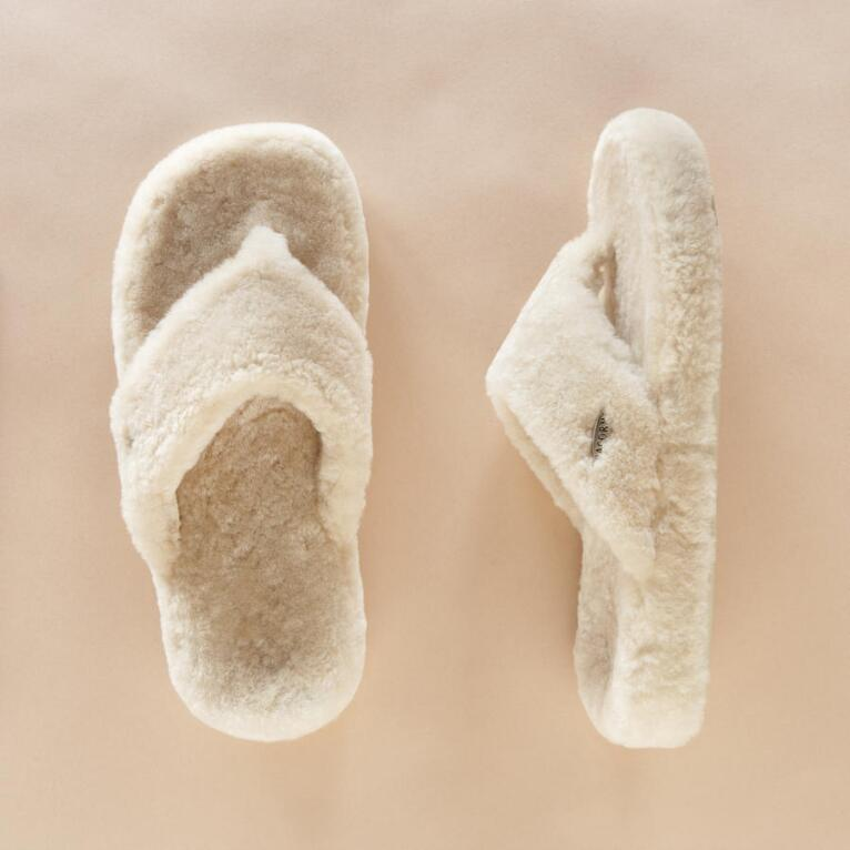 SHEEPSKIN SPA THONG
