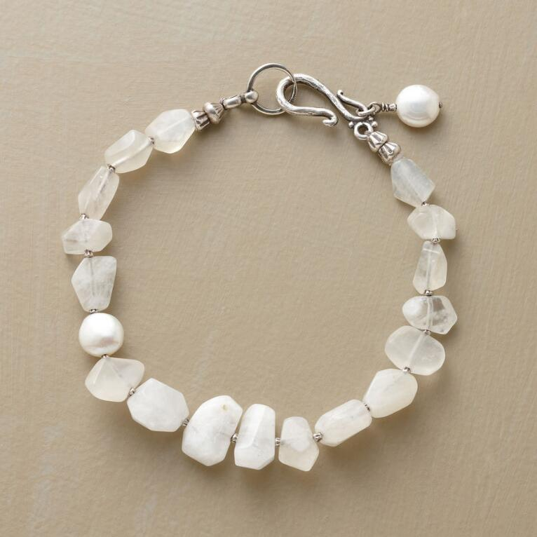 PEARLY MOON BRACELET
