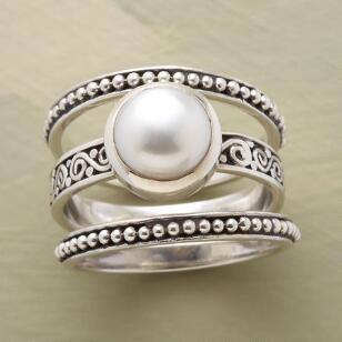 BOUNDARIES PEARL RING SET