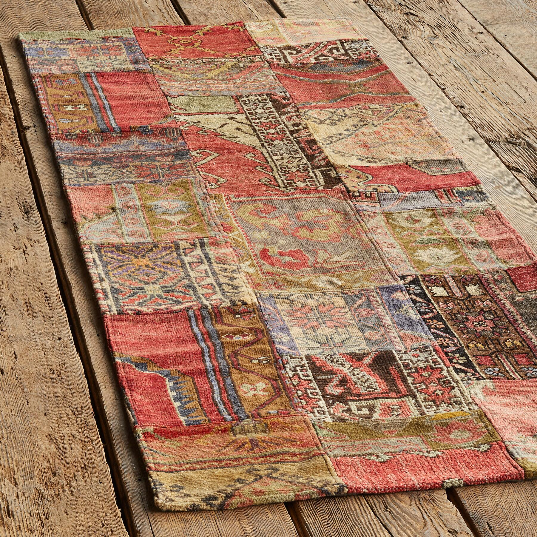 VINTAGE AMARNA PATCHWORK HAND KNOTTED RUG: View 3