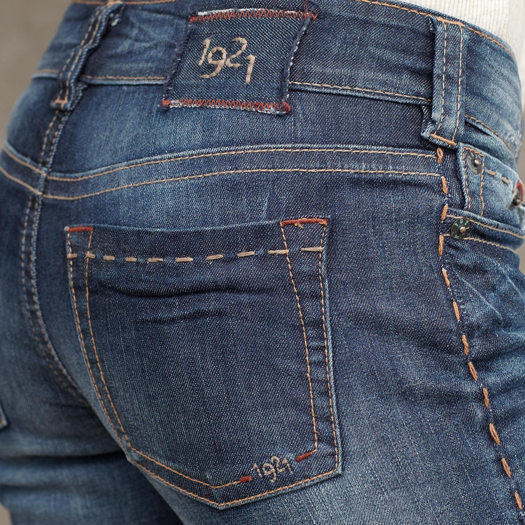 1921 DENIM CLASSIC BOOTCUT JEANS: View 3