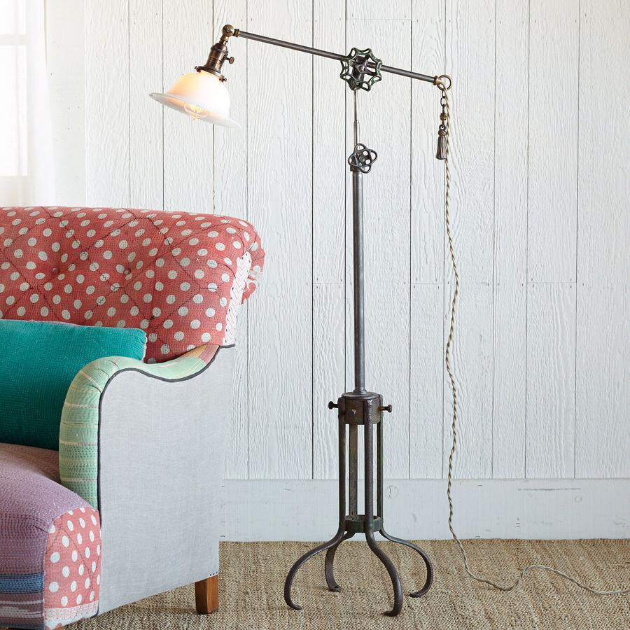 PULLEY WHEEL FLOOR LAMP