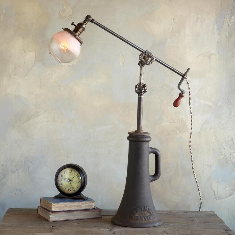 DECADES TABLE LAMP