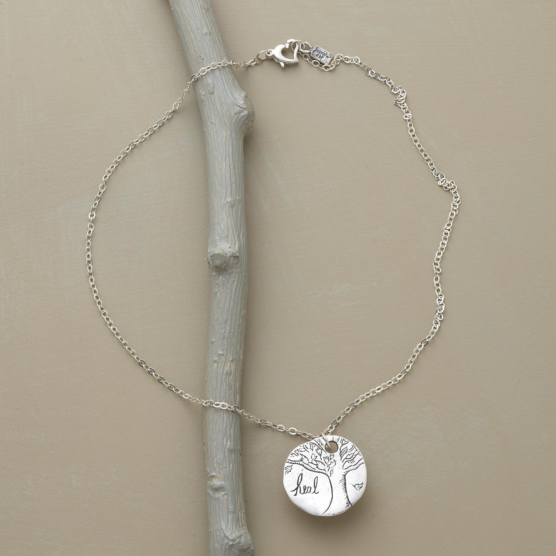 VALIANT NECKLACE: View 2