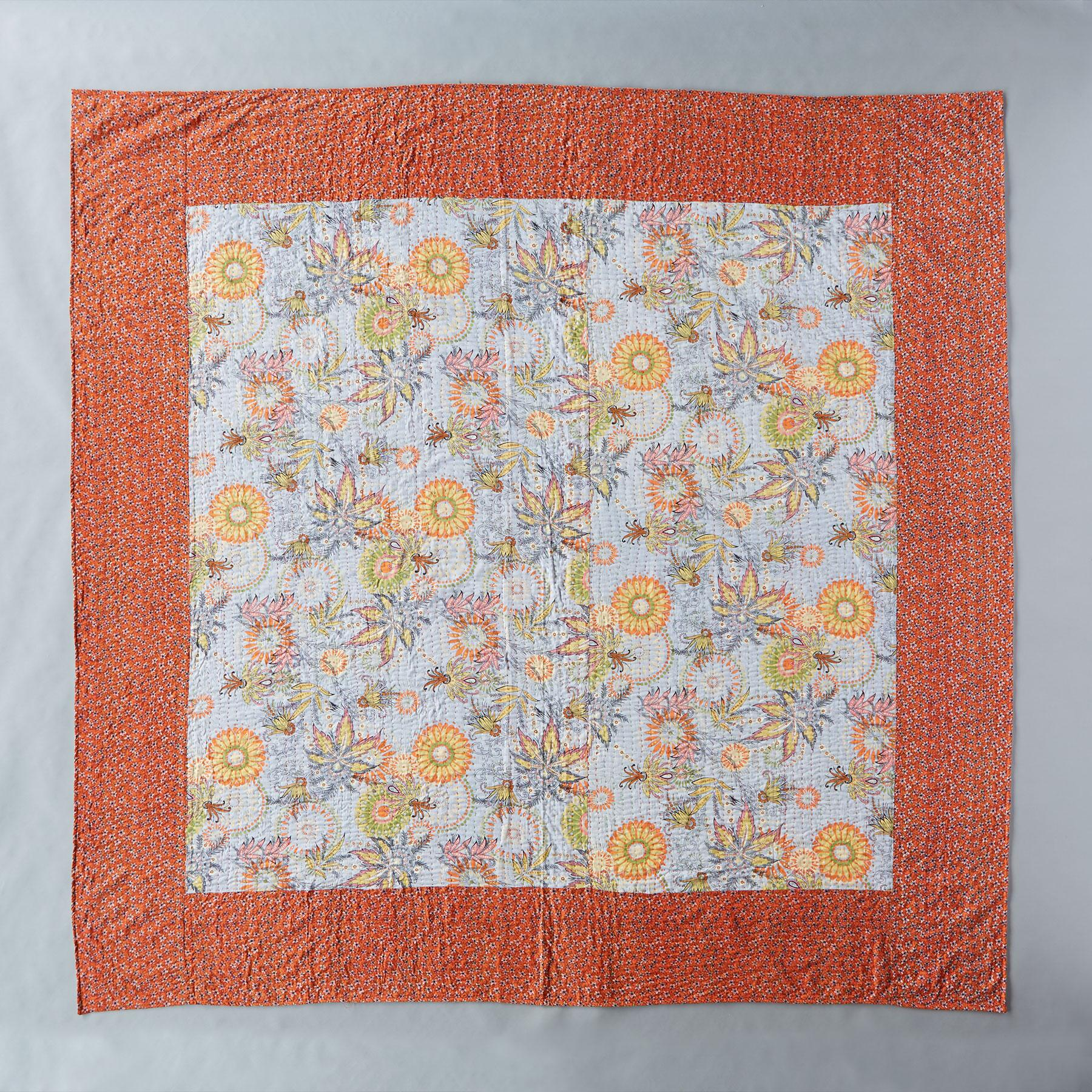 TROPICAL FLOWERS QUILT: View 2
