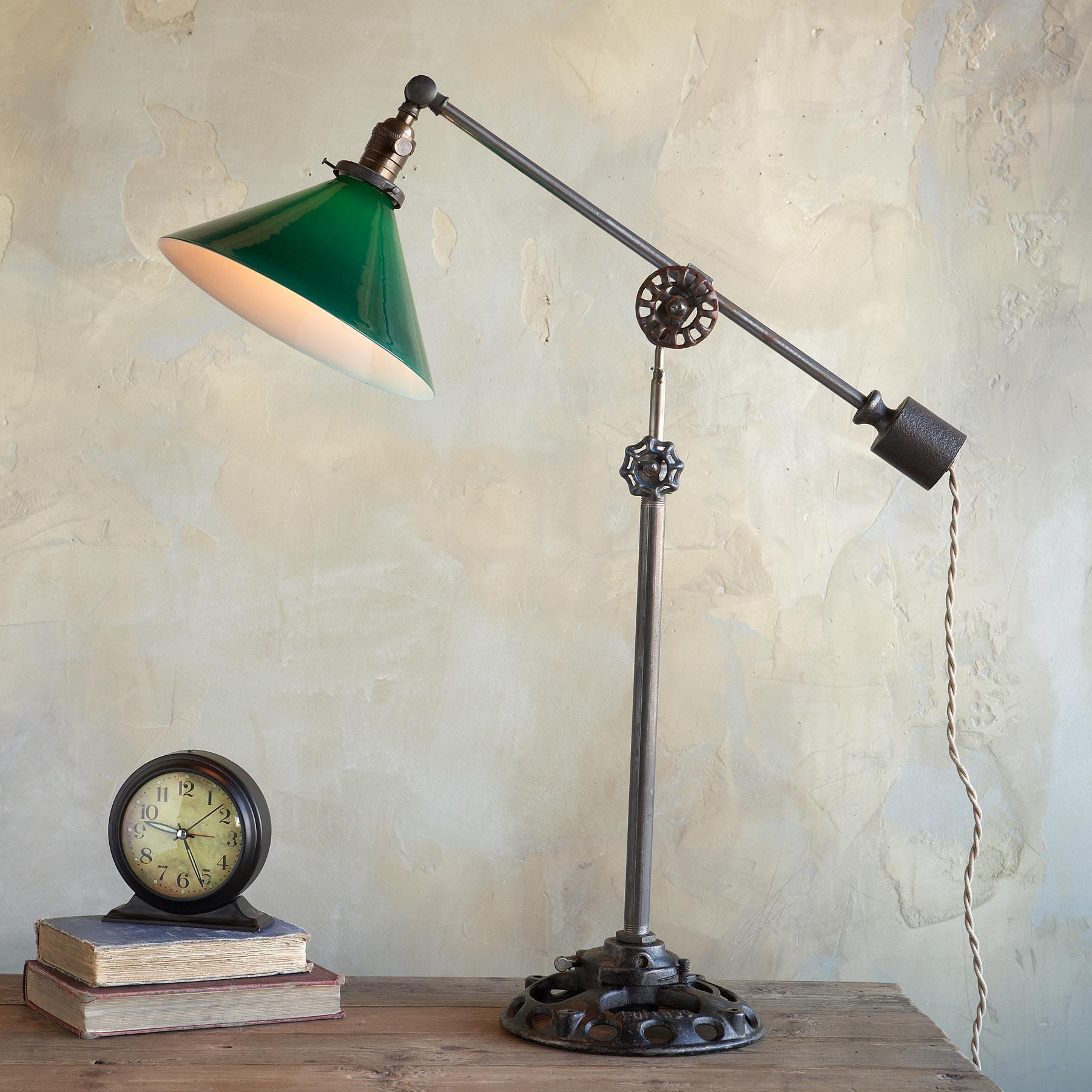 YULETIDE TABLE LAMP: View 1