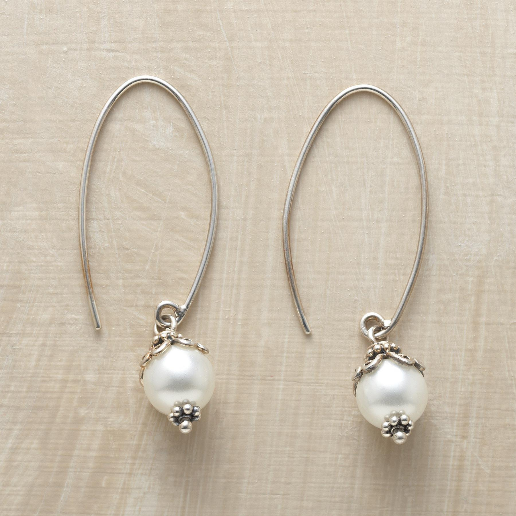 SHELL PEARL HOOP EARRINGS: View 1