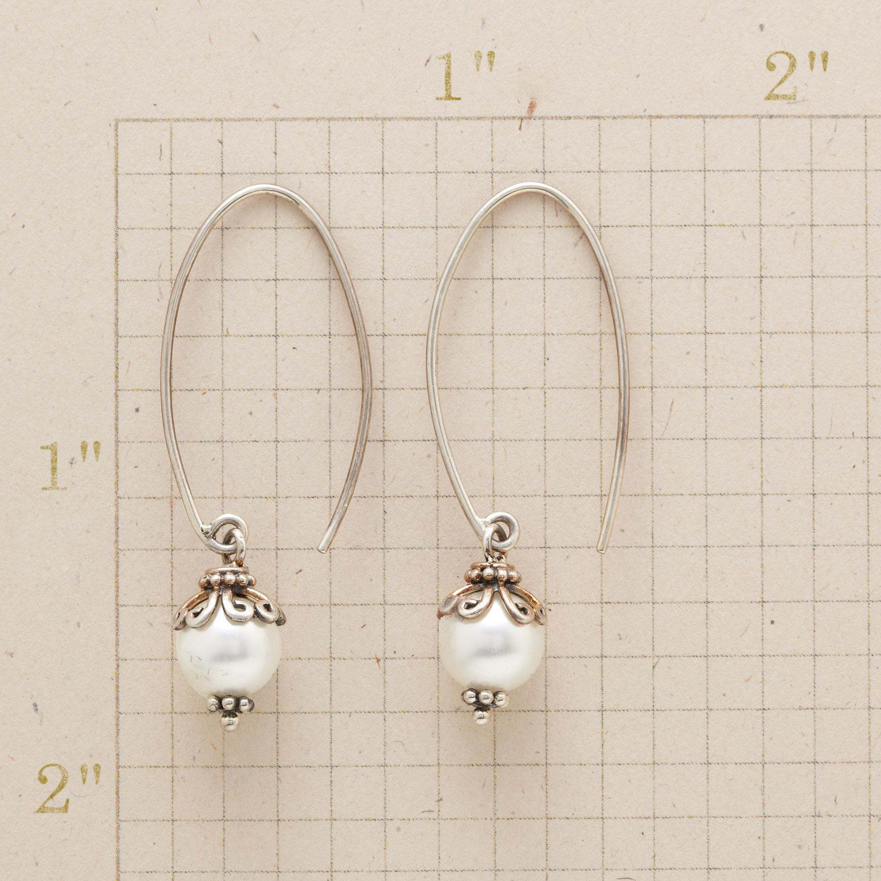 SHELL PEARL HOOP EARRINGS: View 2