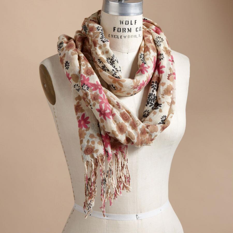 WATERCOLOR DAISIES SCARF