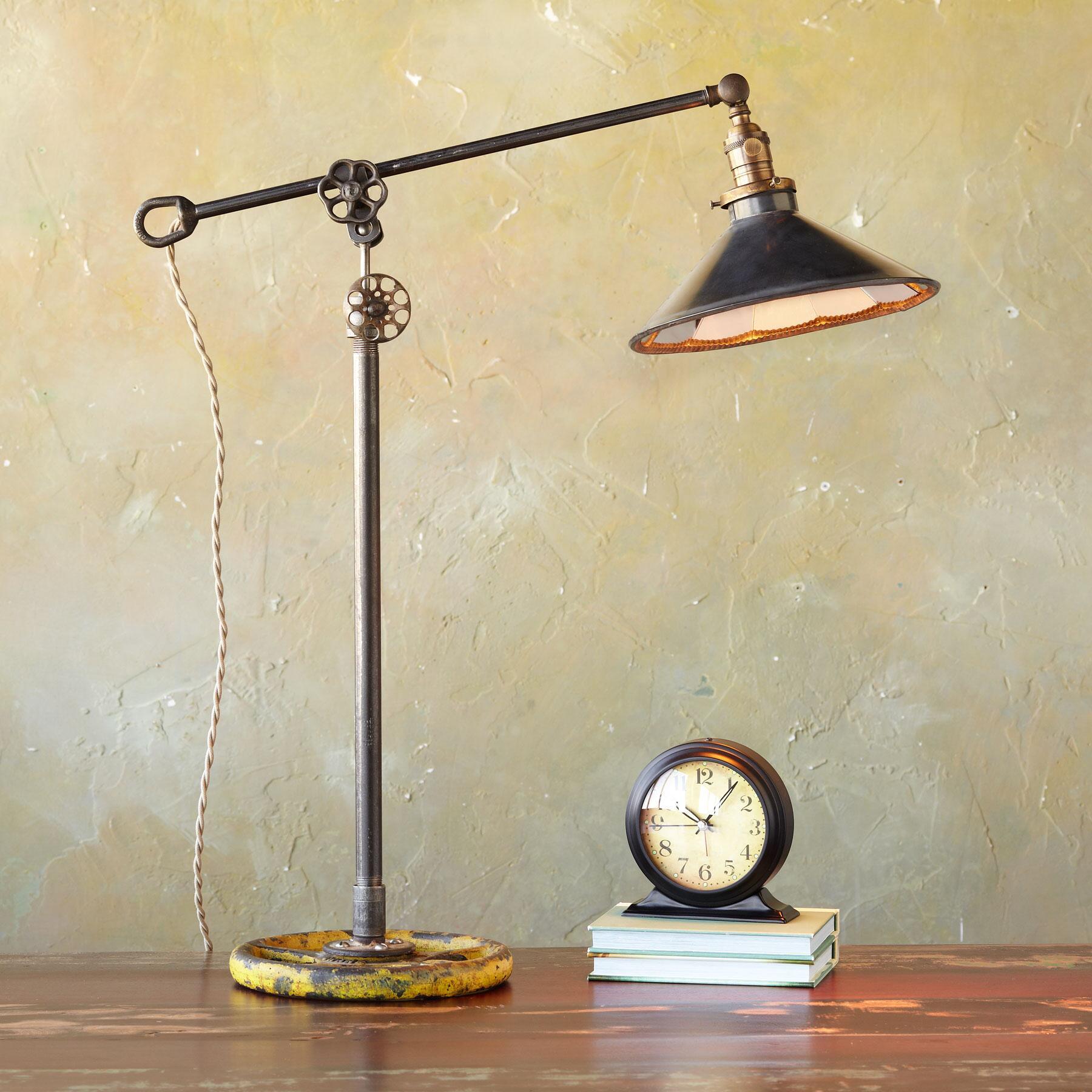 BALANCE LAMP: View 1