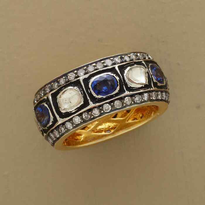 ROYALTY SAPPHIRE RING
