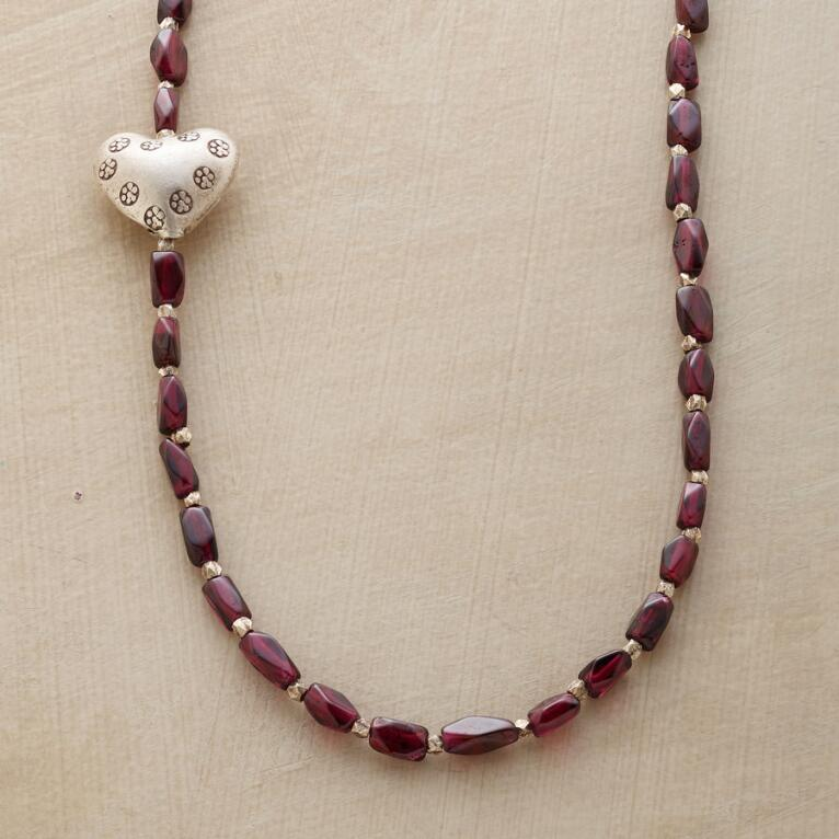 SHY HEART NECKLACE