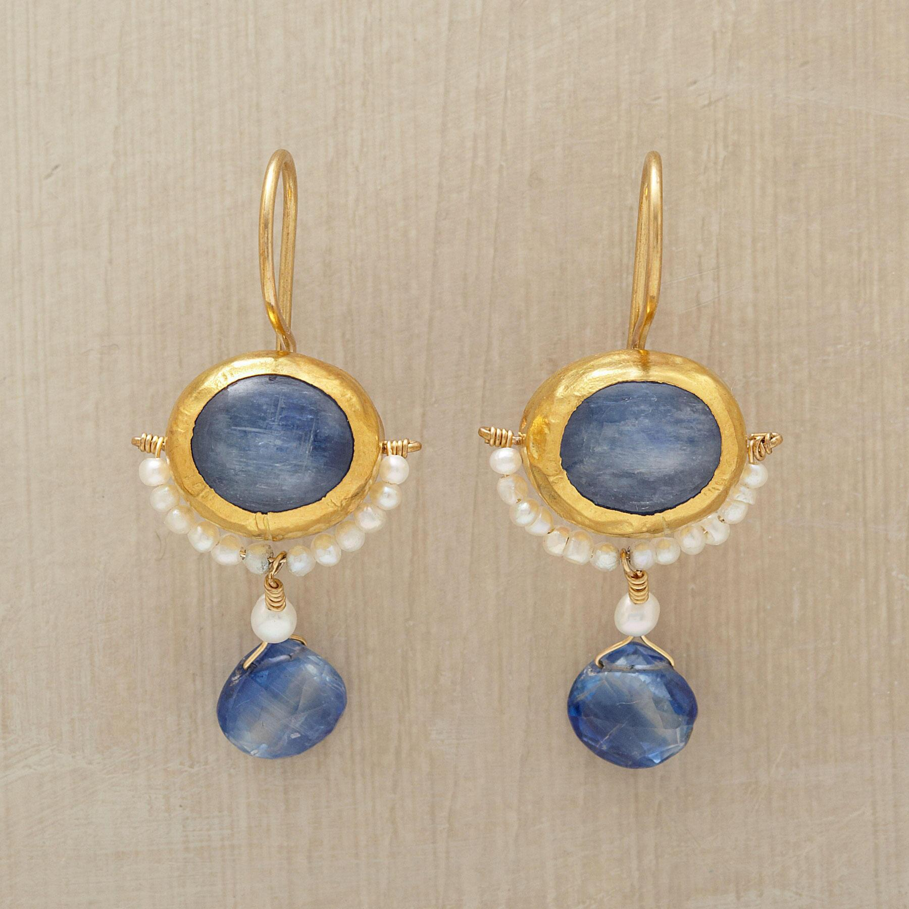 MOONSHADOW EARRINGS: View 1