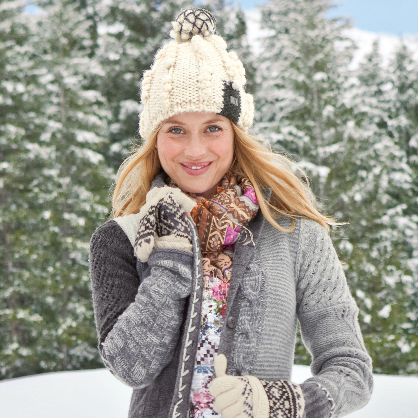 SNOWBALL HAT: View 2