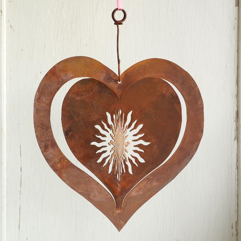 SUNNY LOVE HANGING HEART
