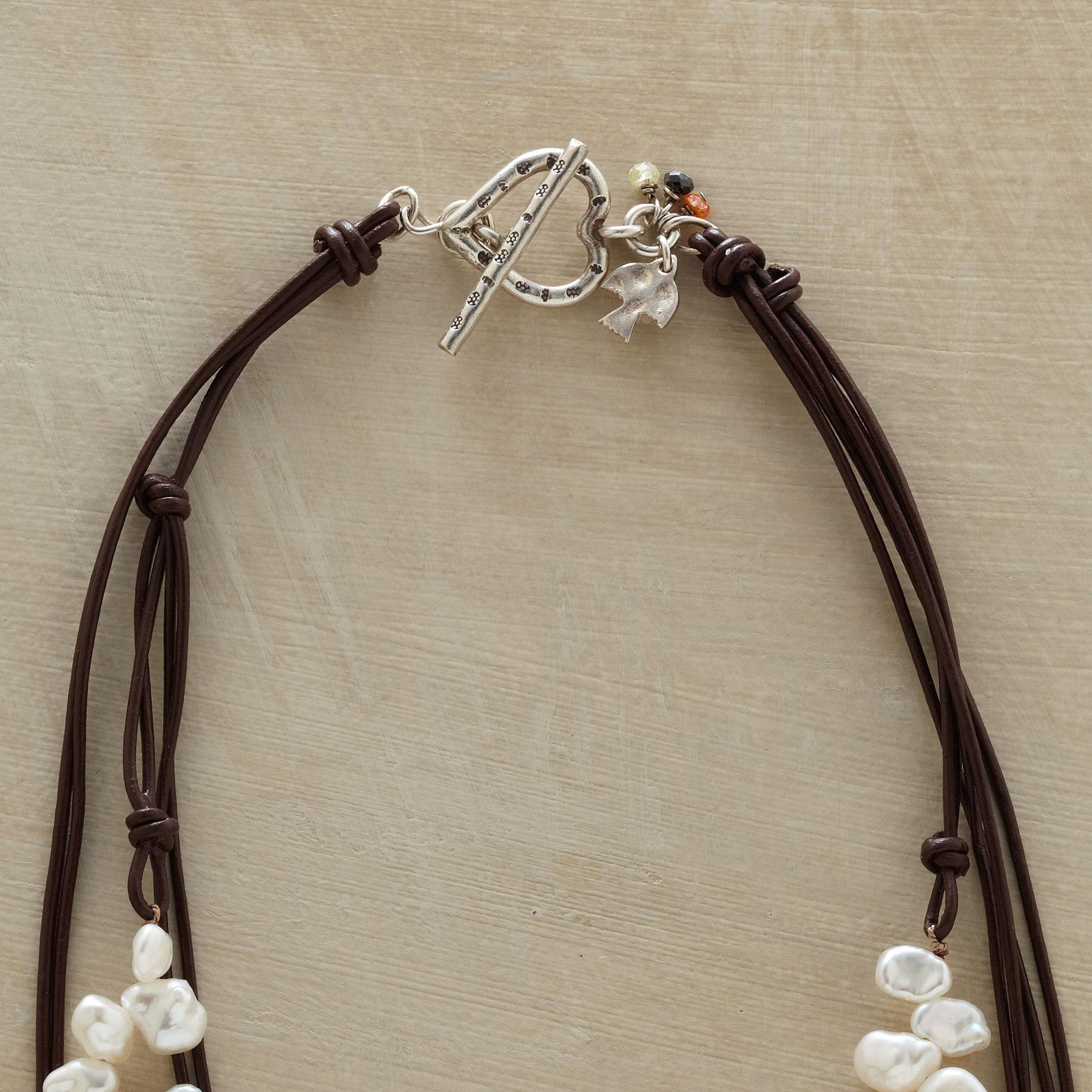LIVELY PEARL NECKLACE: View 3