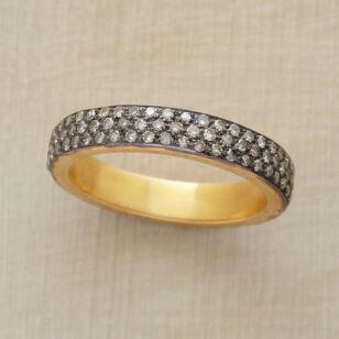 DIAMOND RAINDROP BAND RING
