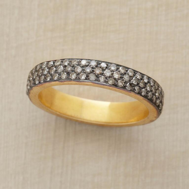 DIAMOND RAINDROP BAND RING