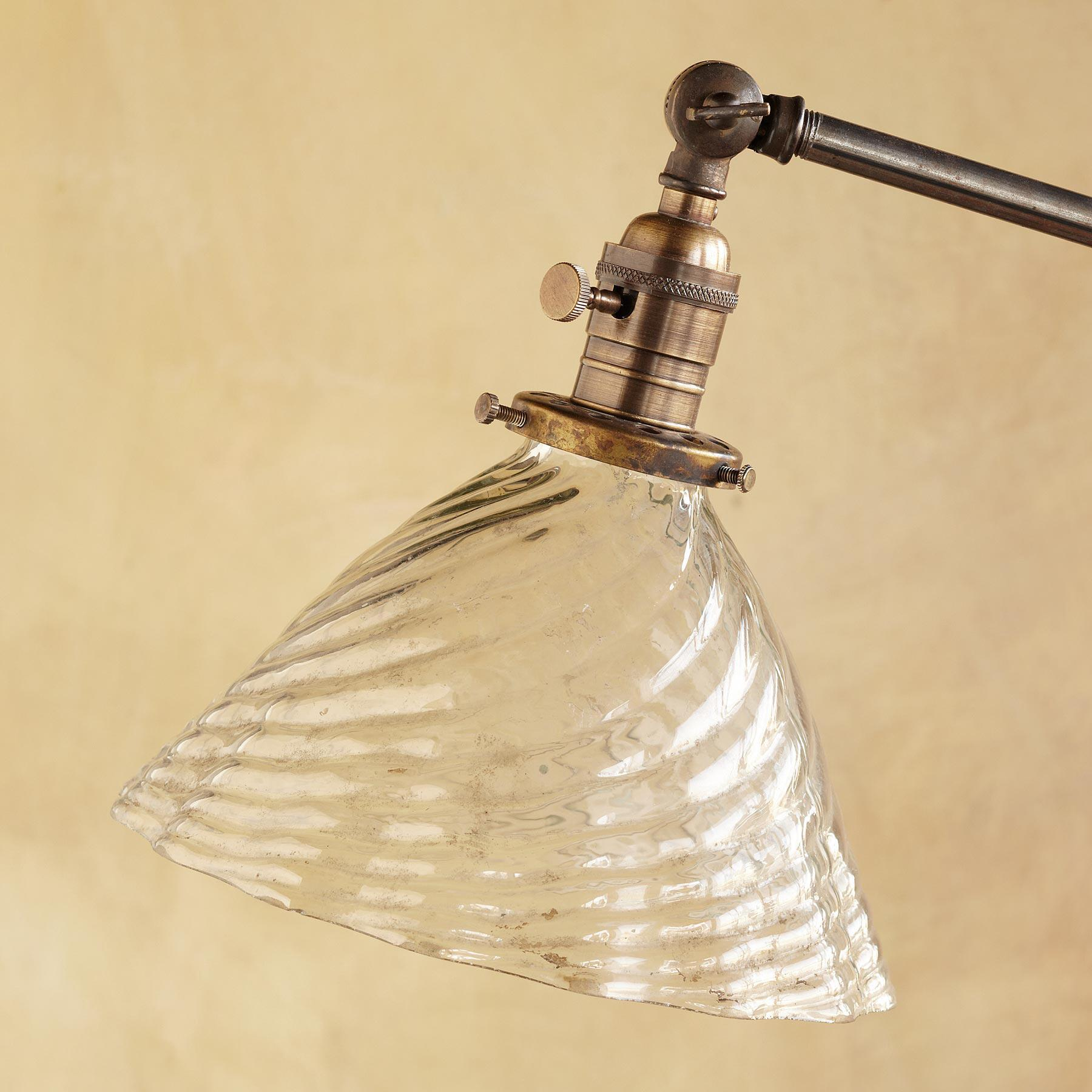 GLASS SCALLOPED SHADE LAMP: View 2