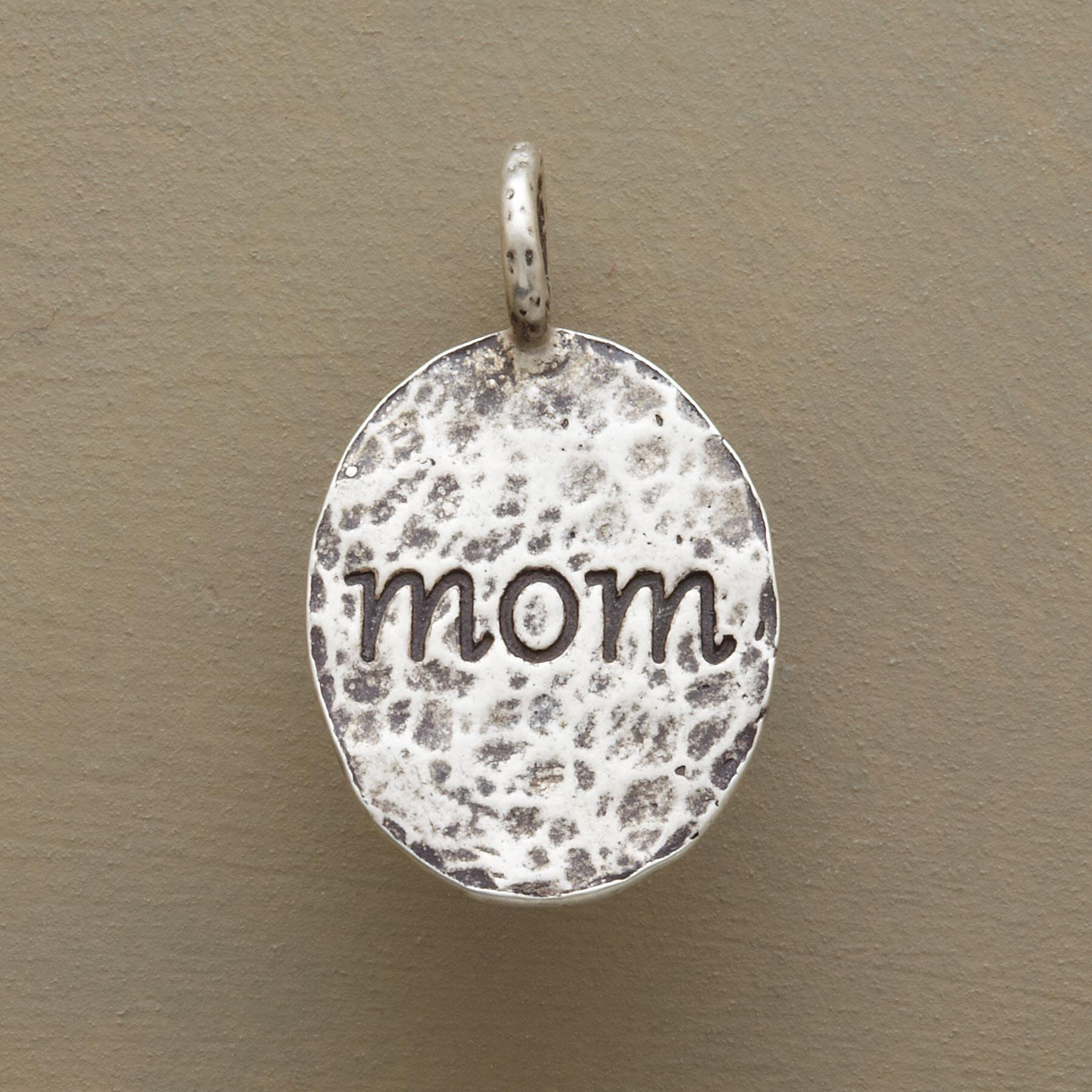 HAMMERED OVAL MOM CHARM: View 1
