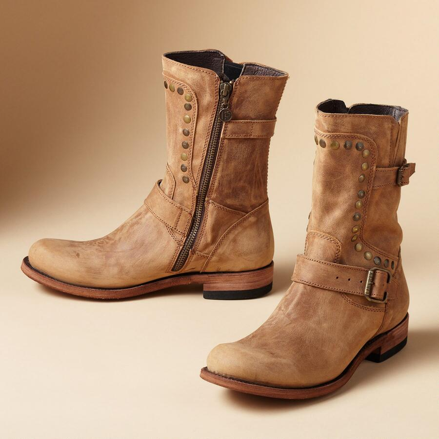 DOWNTOWN BOOTS
