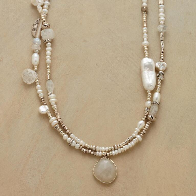 MODERN GIRL'S PEARL NECKLACE