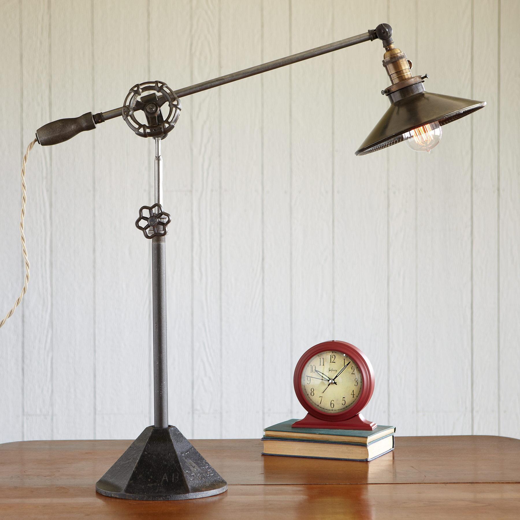 PORTOBELLO ROAD LAMP: View 1