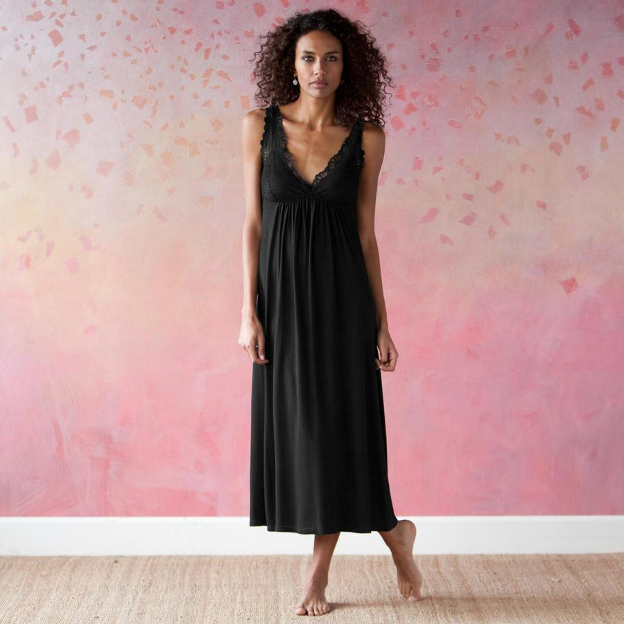 MIDNIGHT LACE MAXI DRESS