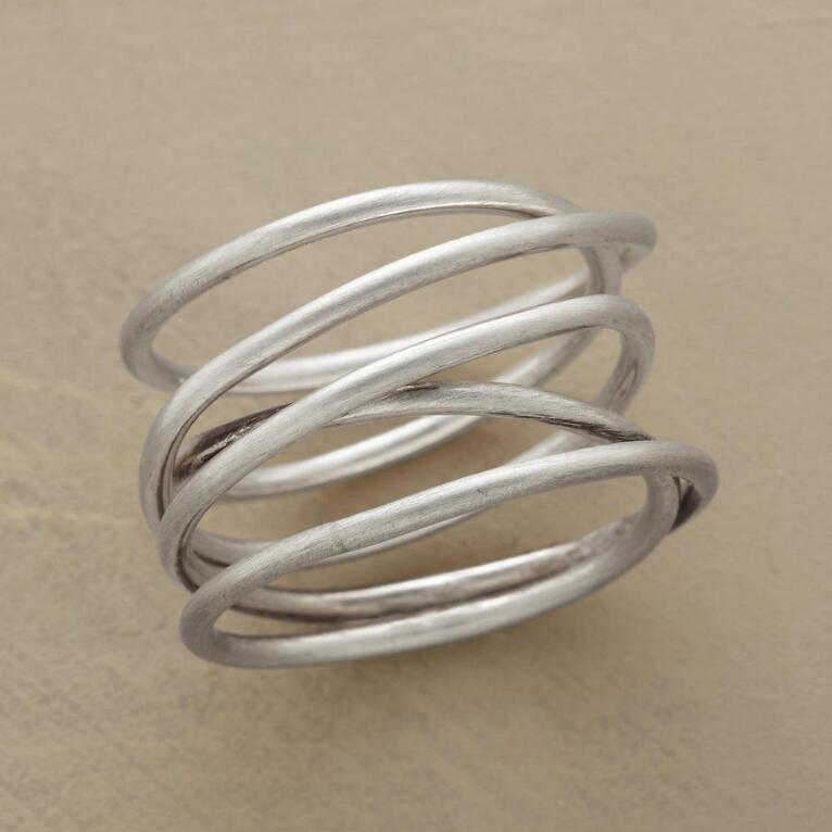 TWISTS & TURNS RING