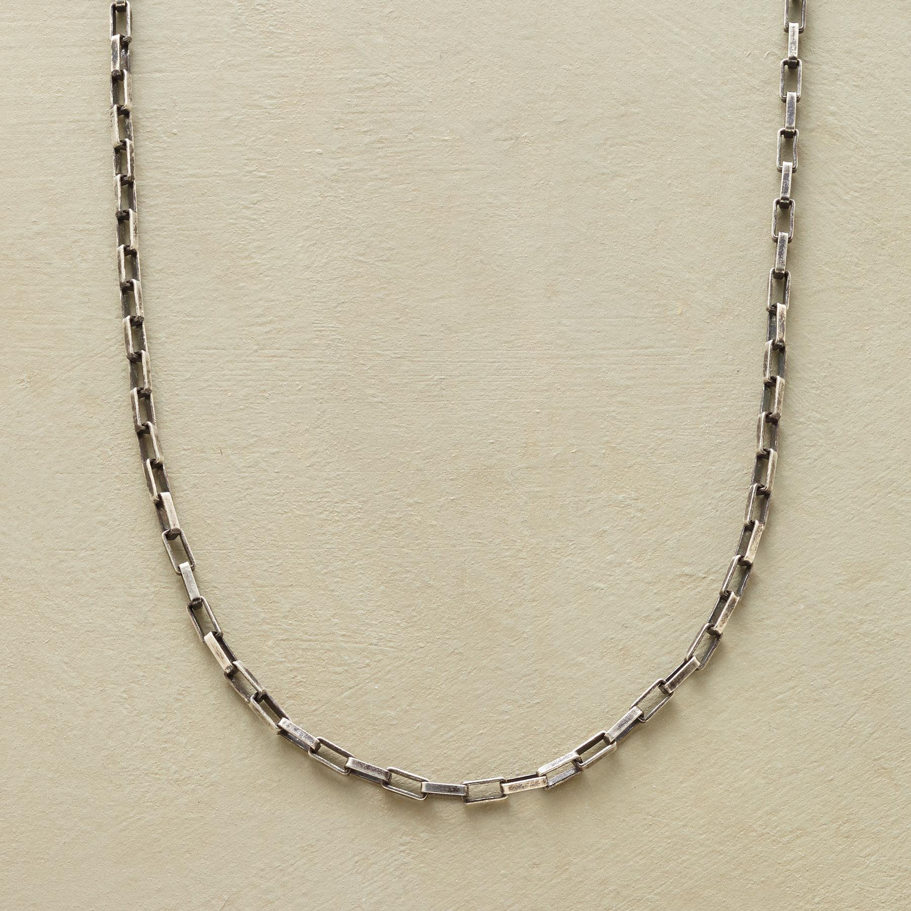 CHAIN NECKLACE: View 1