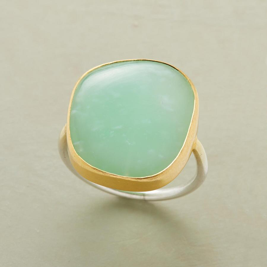 EXCLUSIVE GREEN LIGHT RING