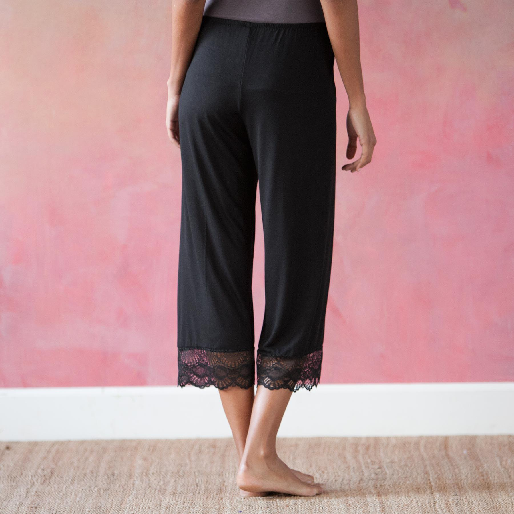 LACE-EDGED LOUNGE PANTS: View 2
