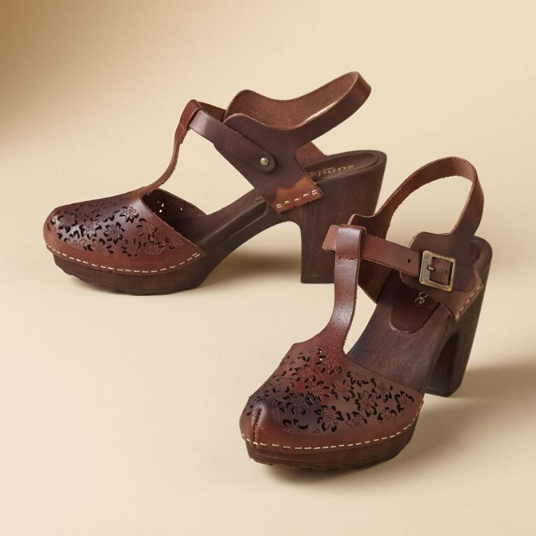 LACE CUT T STRAP CLOGS
