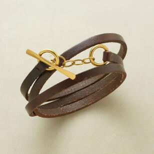LEATHER EMBRACE BRACELET