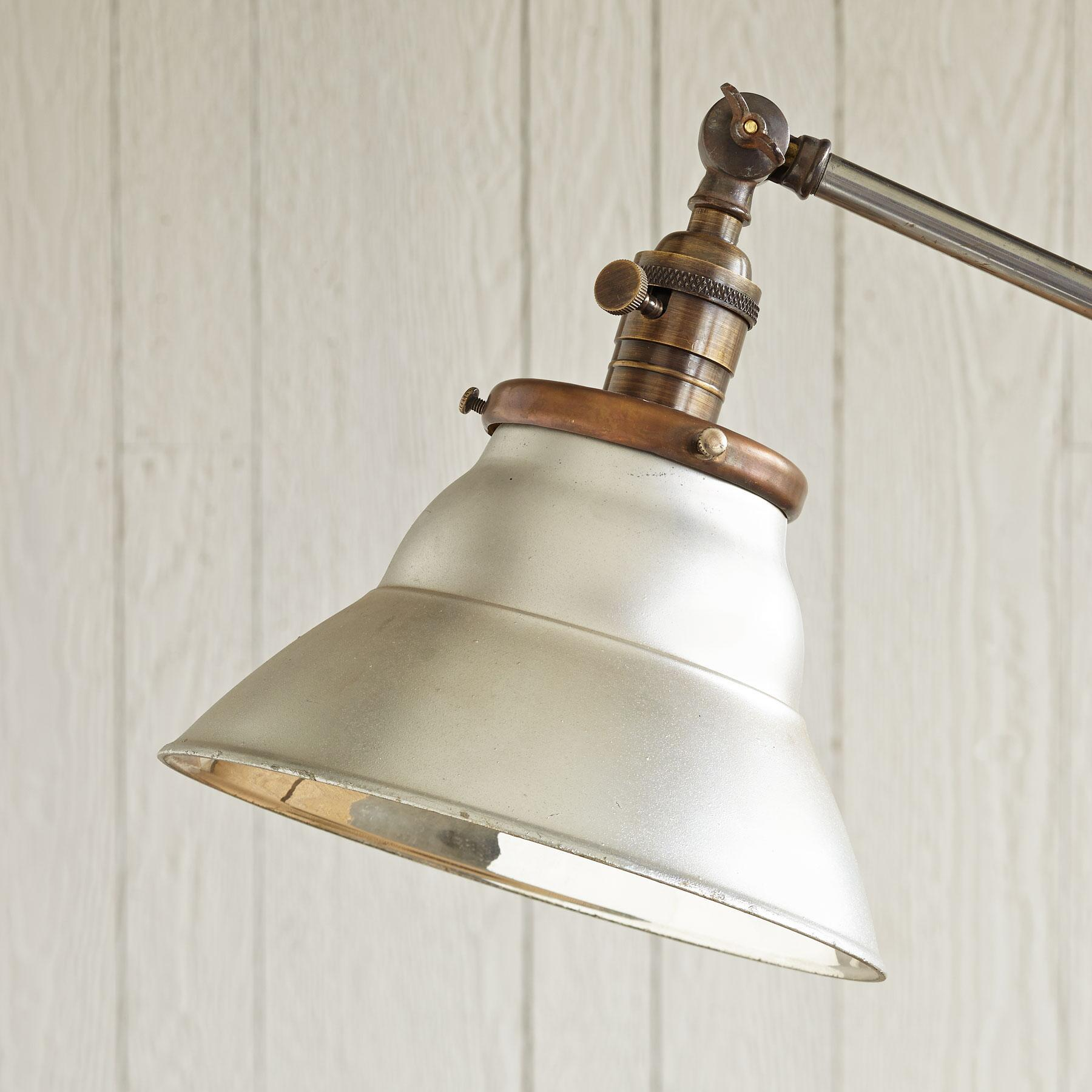 DUQUESNE LAMP: View 2