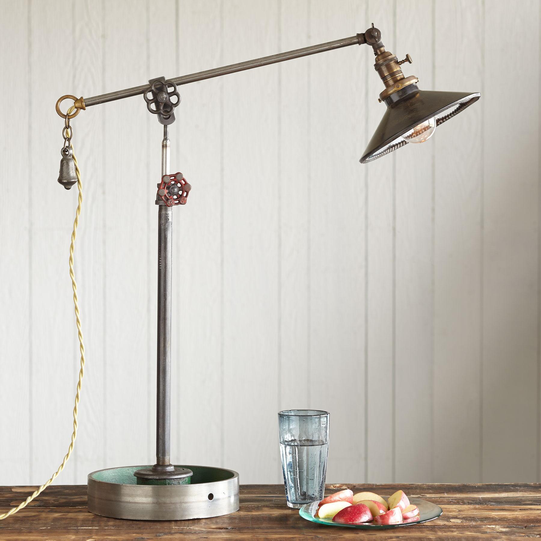 ATWATER KENT LAMP: View 1