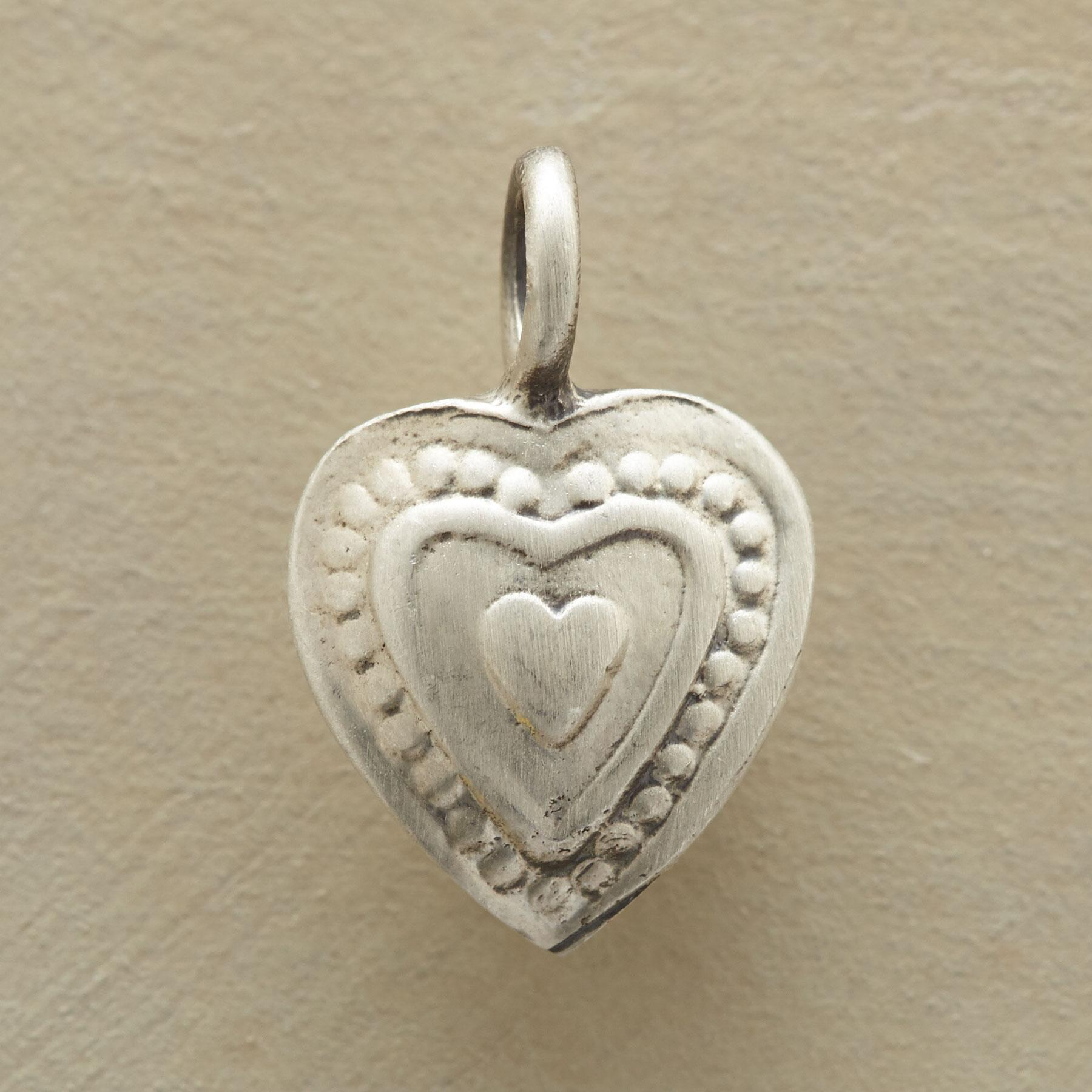 TWO HEARTS CHARM: View 1