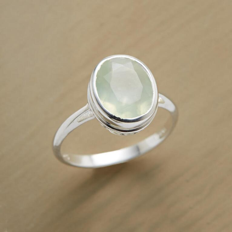 SITTING PRETTY RING