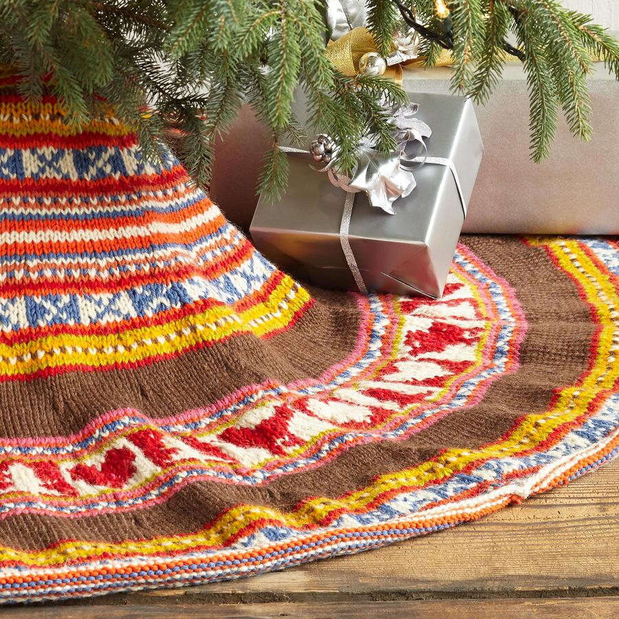 HANDKNIT HOLIDAY TREE SKIRT