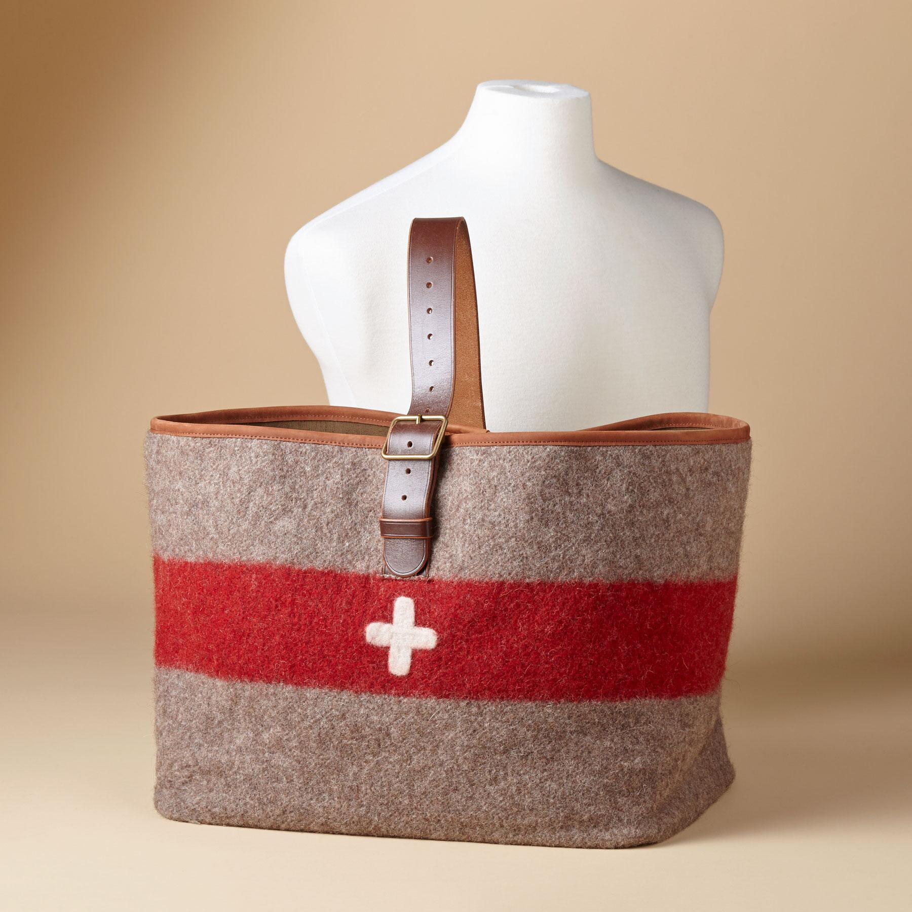 SWISS ARMY CARRYALL: View 3