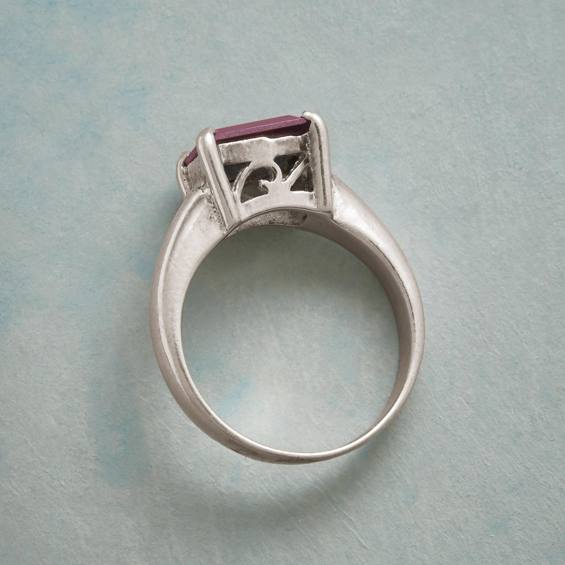 QUEEN OF HEARTS RING: View 2