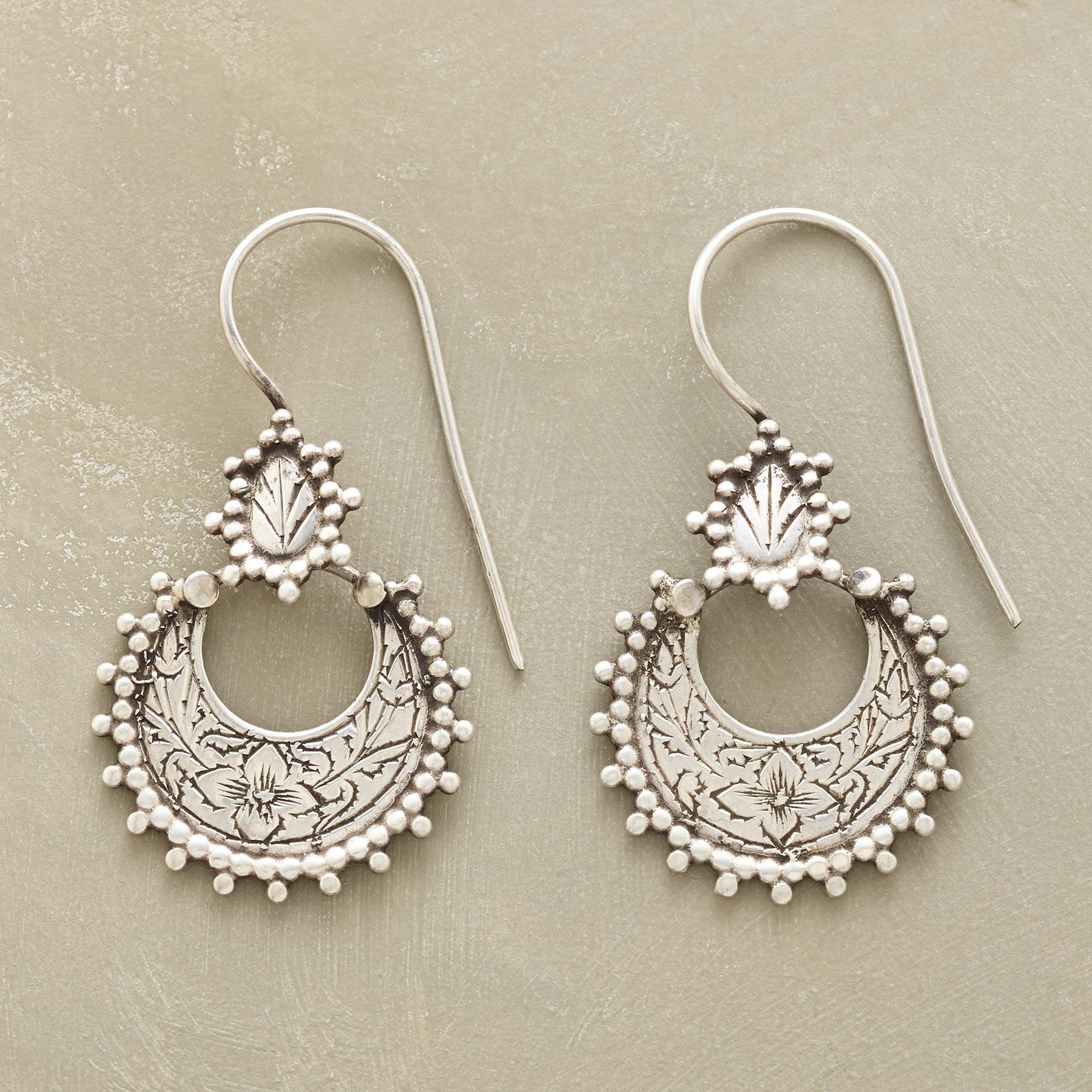MOONGARDEN EARRINGS: View 1