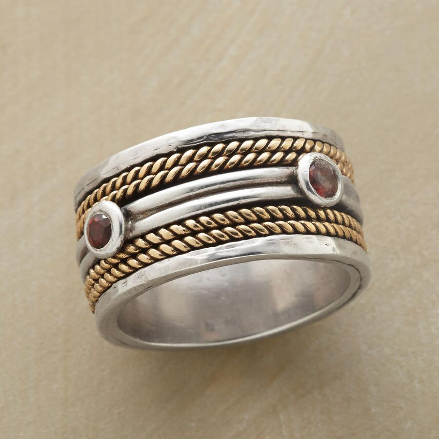 ROPED RADIANCE SPINNER RING