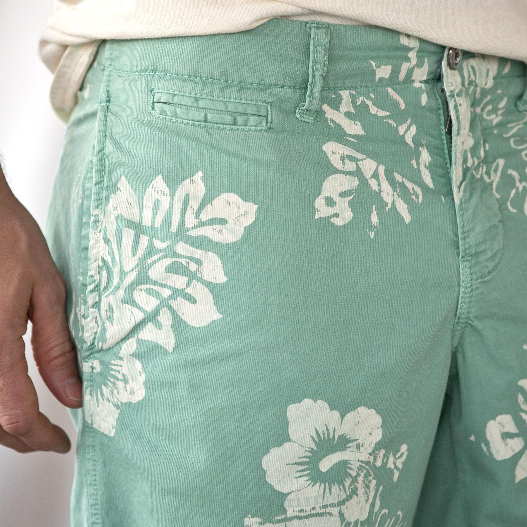 ST. BARTS HIBISCUS PINWALE SHORTS: View 4