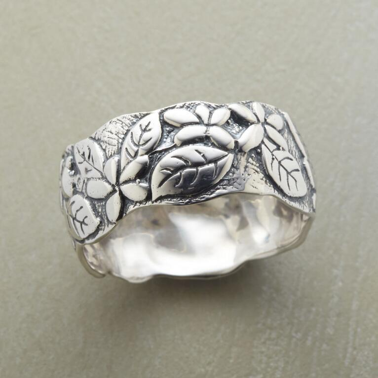 LEAF AND PETAL BAND RING