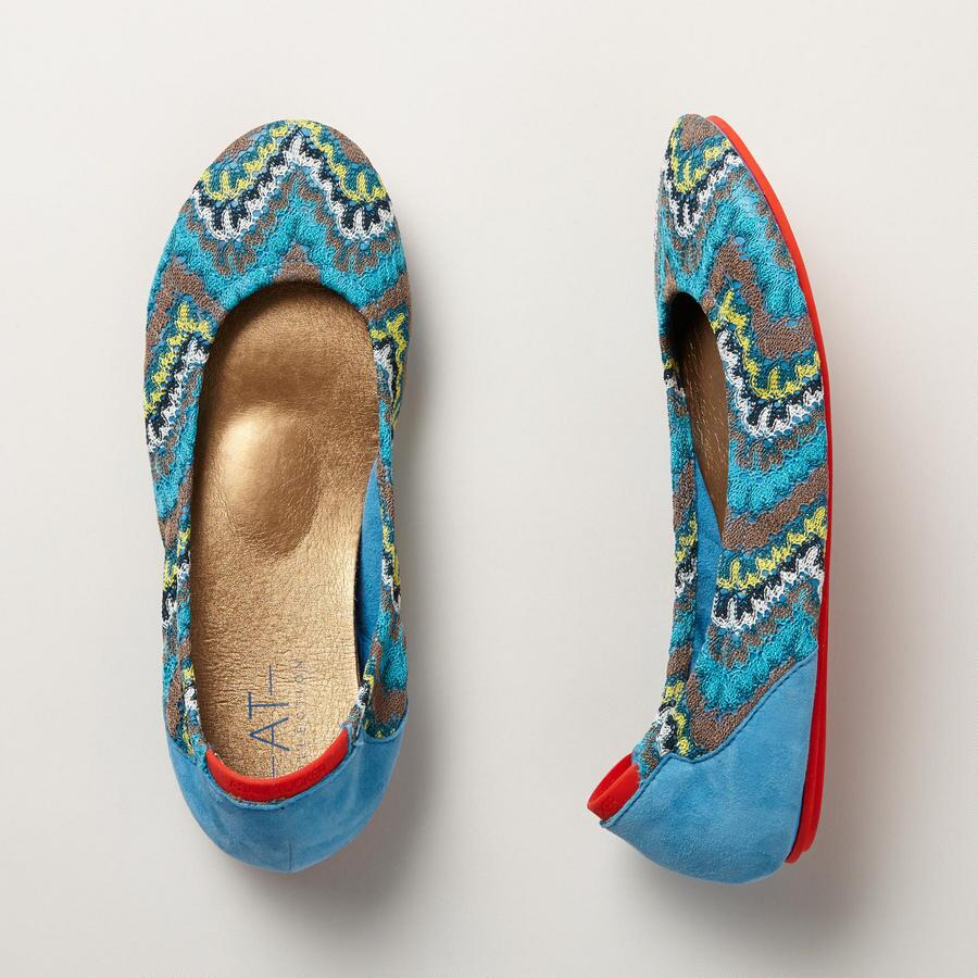 MOON FEATHERS FLATS