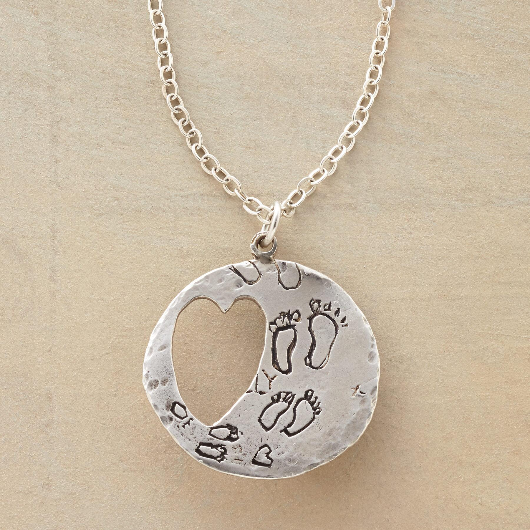EVERLASTING LOVE NECKLACE: View 1