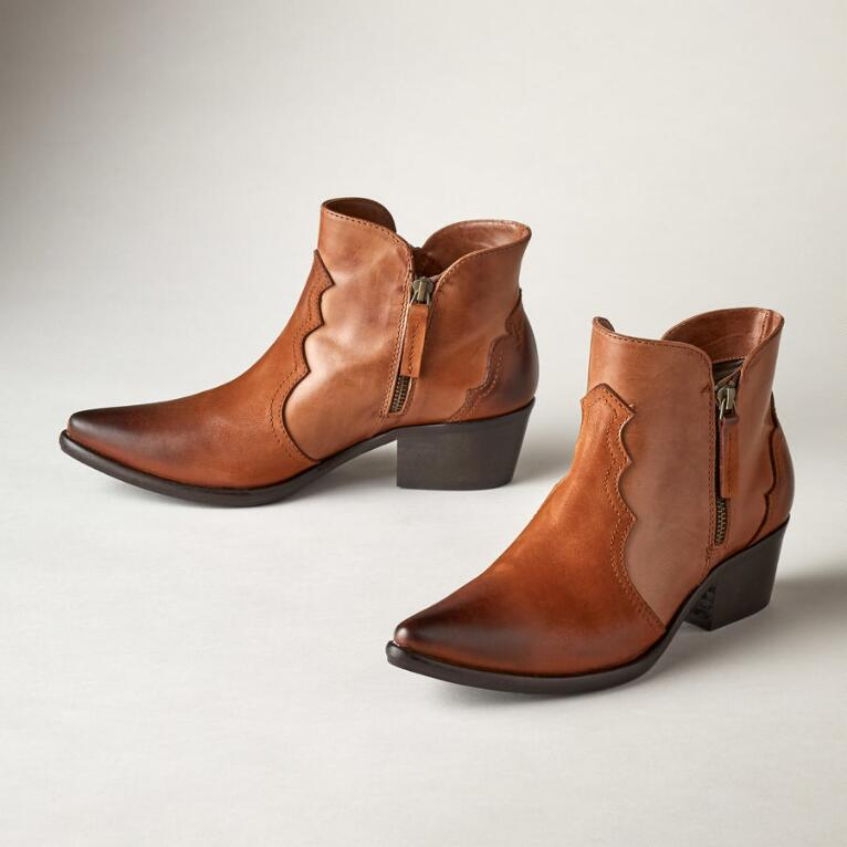 CHIC SAUNDER BOOTS