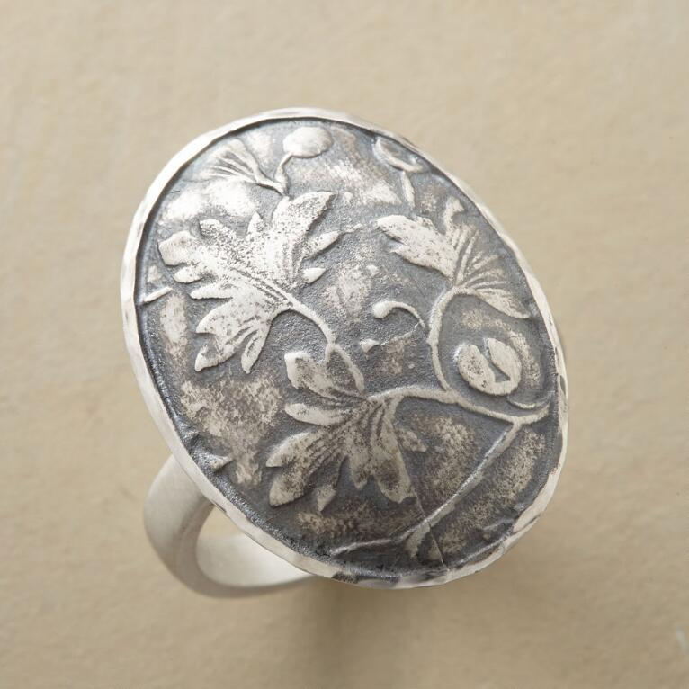 STILL LEAF RING